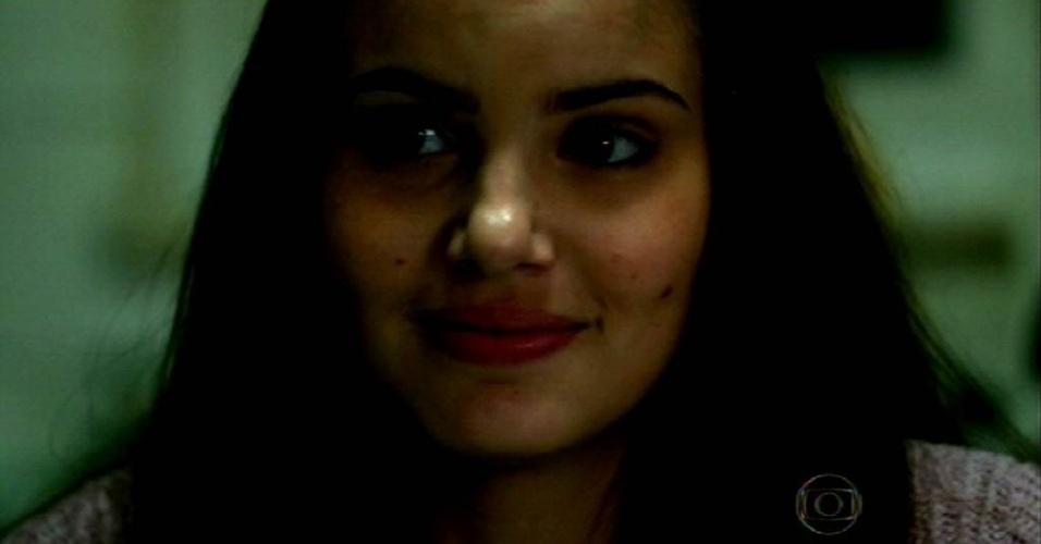8.jun.2015 - Arlete (Camila Queiroz) sonha em se tornar modelo e, para isso, a jovem sai do interior de São Paulo em busca de uma agência na capital