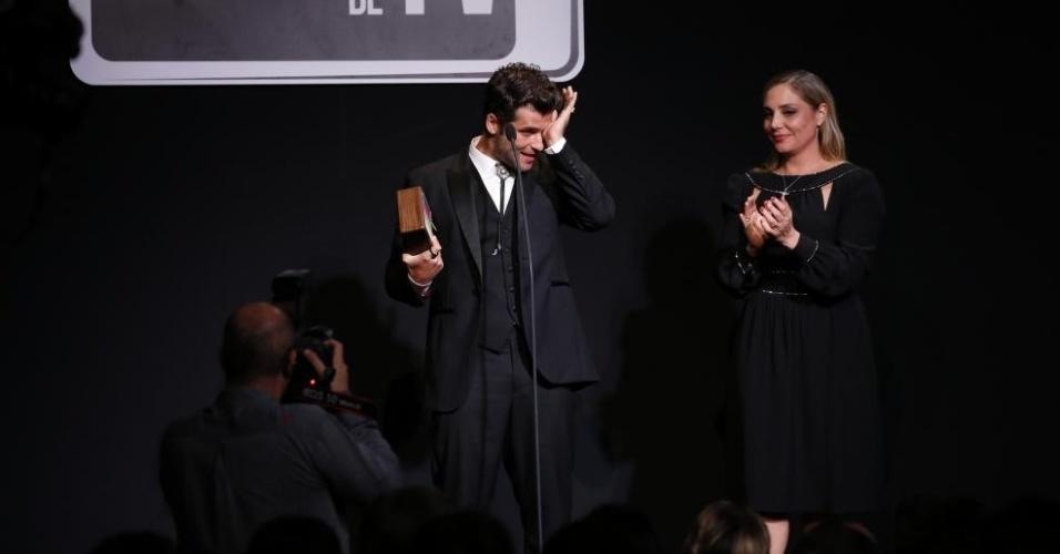 """8.jun.2015 - Bruno Gagliasso ganhou o prêmio de melhor ator por série ou minissérie pelo serial killer Edu em """"Dupla Identidade"""""""