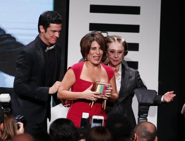 """8.jun.2015 - Glória Pires é homenageada durante o """"17º Prêmio Contigo! de Televisão"""""""