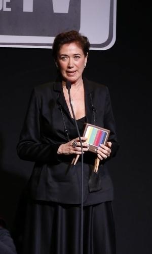 """8.jun.2015 - Lilia Cabral recebe o prêmio de Melhor Atriz pelo papel de Maria Marta na novela """"Império"""""""