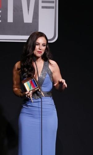 """8.jun.2015 - Paolla Oliveira ganhou o prêmio de melhor atriz por série ou minissérie pela personagem Danny Bond, de """"Felizes para Sempre?"""""""