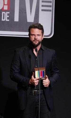 """8.jun.2015 - Selton Melo recebeu o prêmio de melhor série ou minissérie de canal fechado, por """"Sessão de Terapia"""""""