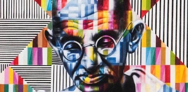 """Grafite do líder político e espiritual indiano Mahatma Gandhi (1869-1948) feito pelo brasileiro Eduardo Kobra no projeto """"Olhar a Paz"""", em Los Angeles, EUA"""