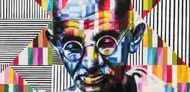 """Grafite do líder político e espiritual indiano Mahatma Gandhi (1869-1948) feito pelo brasileiro Eduardo Kobra no projeto """"Olhar a Paz"""", em Los Angeles, EUA - Divulgação"""