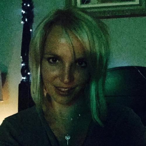 10.jun.2015 - Britney Spears corta os cabelos e revela novo visual no Instagram, na madrugada desta quarta-feira