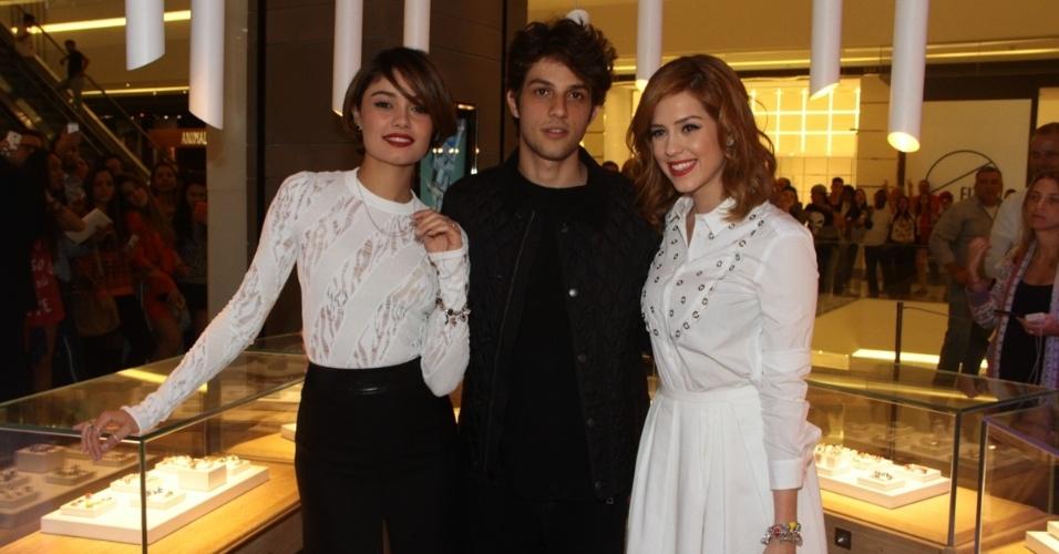 10.jun.2015- Sophie Charlotte, Chay Suede e Sophia Abrahão participam de evento de lançamento de uma coleção de uma grife em São Paulo