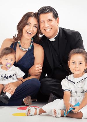 O ex-padre católico Alberto Cutié com a mulher, Ruhama, e os filhos, Albert e Camila - Arquivo Pessoal