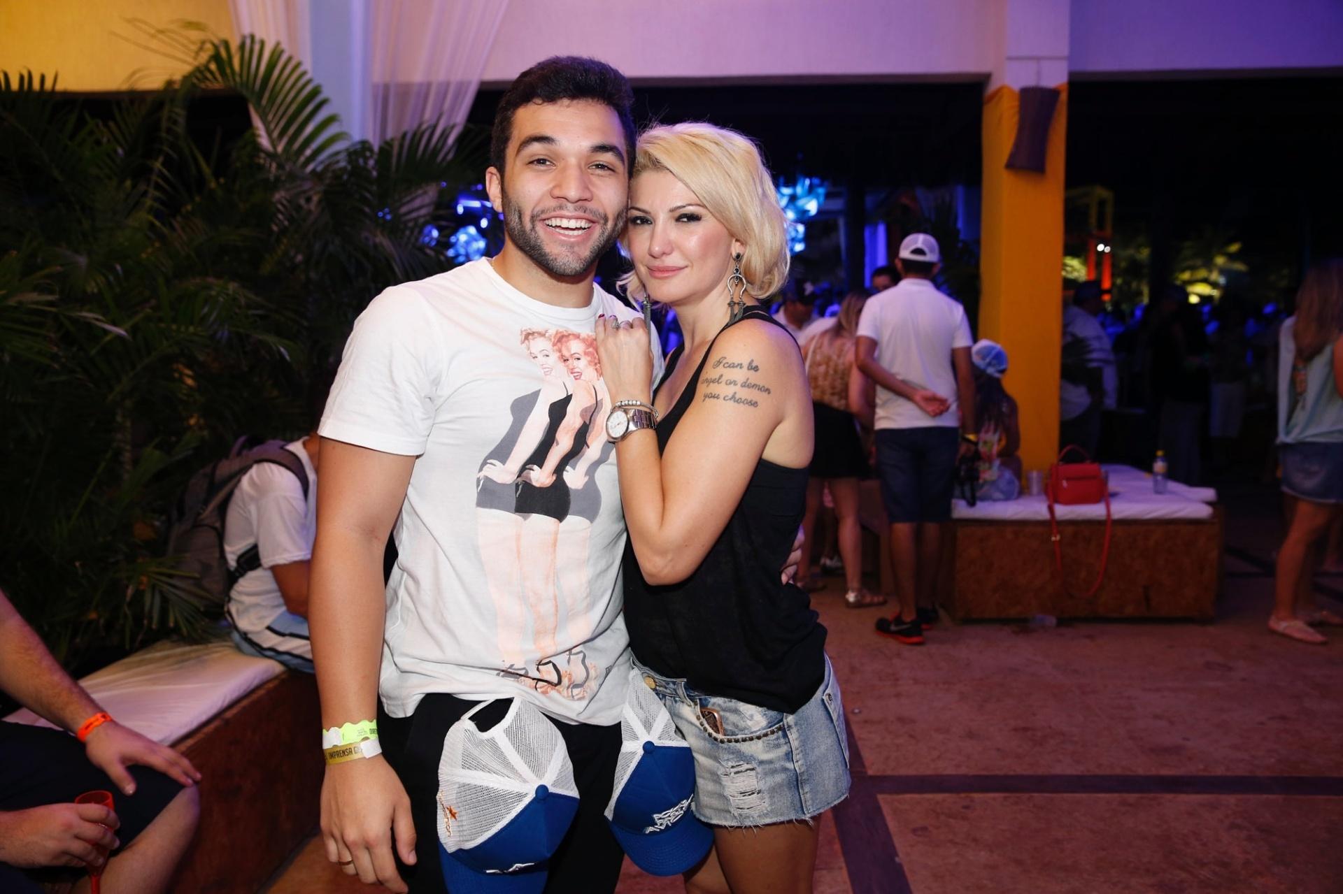 11.jum.2015- Antônia Fontenelle e Jonathan marcam presença na gravação do DVD da banda Aviões do Forró, no Beach Park, em Fortaleza