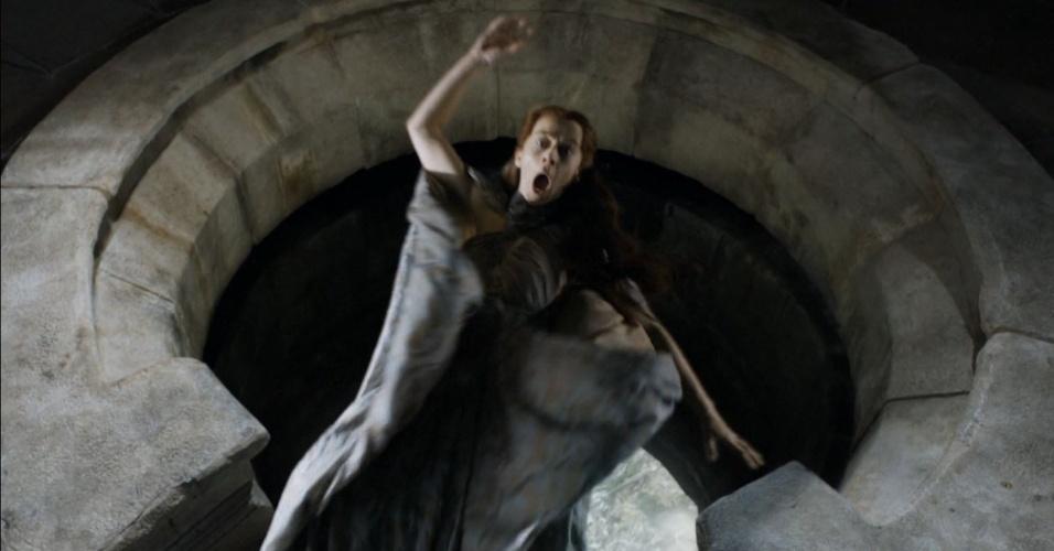 """Lysa é assassinada em """"Game of Thrones"""""""