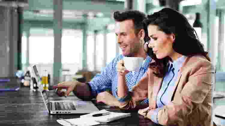 Namoro no trabalho - Shutterstock - Shutterstock