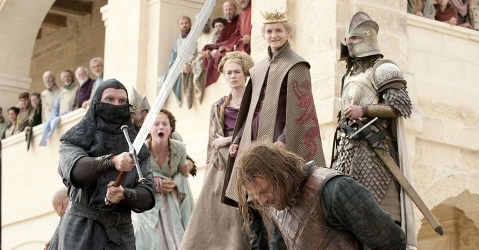 """Ned Stark é decapitado em """"Game of Thrones"""""""