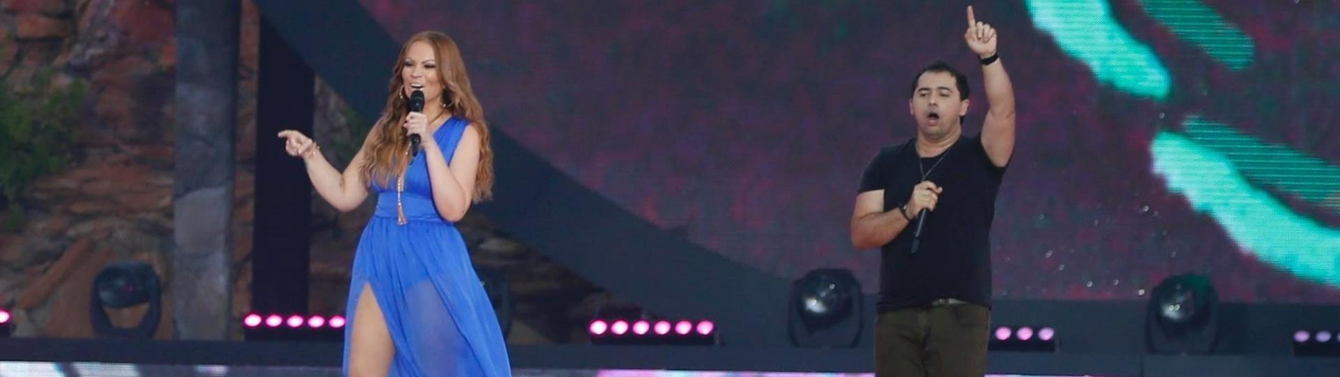 11.jun.2015 - Solange Almeida e Xand se apresentam com os Aviões no Forró na gravação do DVD no Beach Park, em Fortaleza, capital do Ceará, nesta quinta-feira