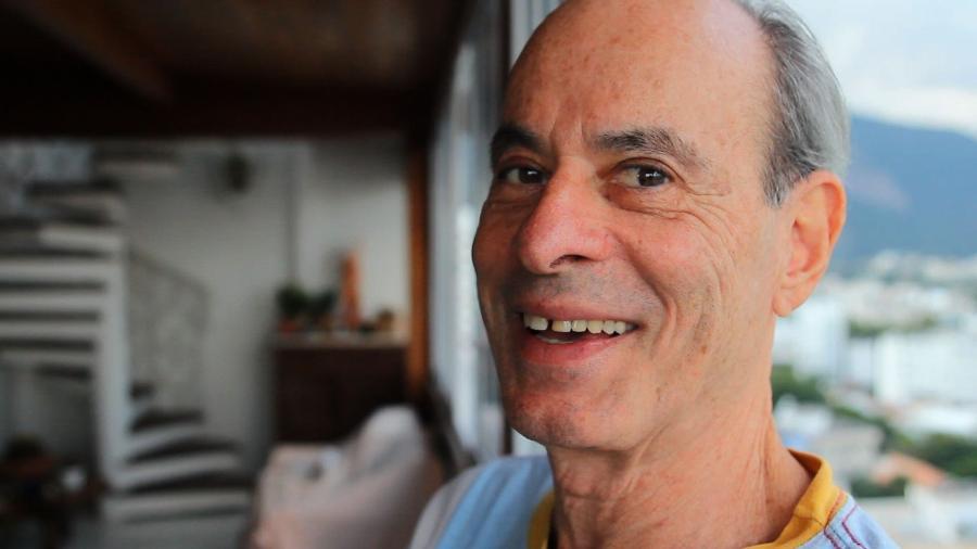 O cantor Ney Matogrosso em seu apartamento no Rio - Reprodução/TVUOL