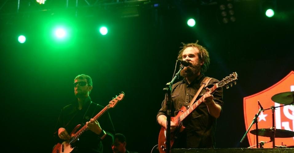 13.jun.2015 - Quem abriu o festival João Rock na tarde deste sábado foi a banda Mato Seco, que realizou uma apresentação no palco Universitário