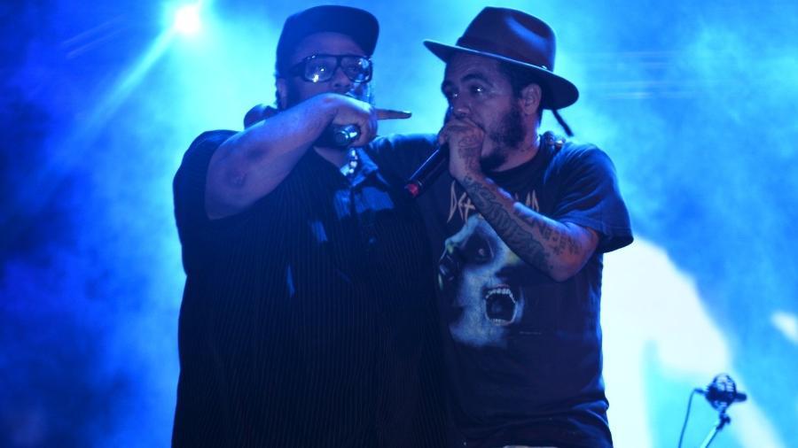 BNegão e Marcelo D2, integrantes do Planet Hemp, cantam músicas com letras sobre a legalização da maconha - AgNews
