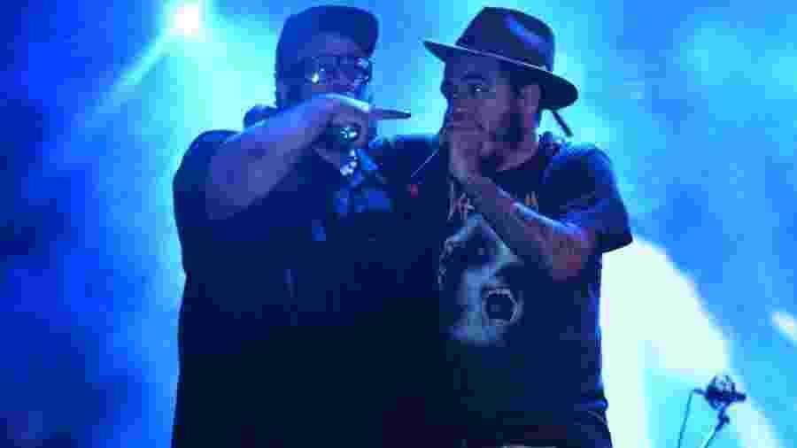 BNegão e Marcelo D2 durante show do Planet Hemp em 2015 - AgNews