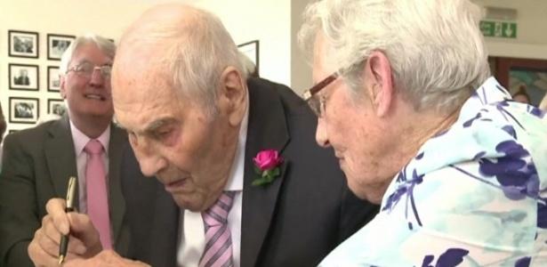 Noivos de 103 e 91 se tornam recém-casados mais velhos do mundo - Reprodução/BBC
