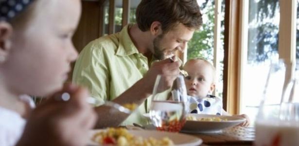 Oferecer sopas de vegetais é melhor do que dar produto à base de arroz para bebês - Thinkstock