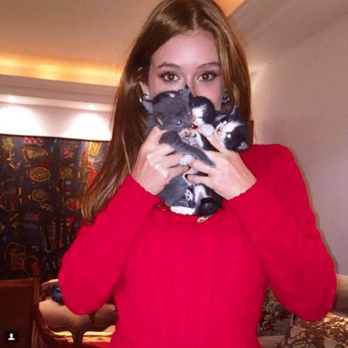 16.jun.2015 - Marina Ruy Barbosa ficou muito sensibilizada ao avistar gatinhos abandonados na rua, recolheu e anunciou a adoção em seu Instagram, na madrugada desta terça-feira