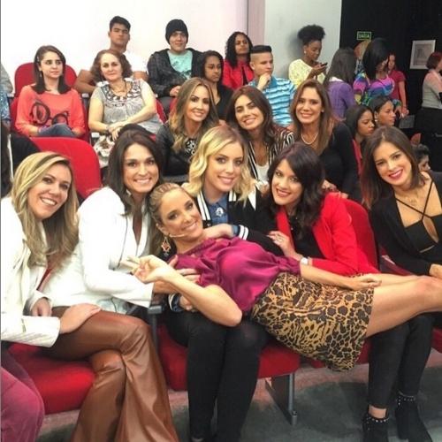 """16.jun.2015 - No dia em que completa 39 anos, Ticiane Pinheiro recebeu a visita das amigas, que foram até os estúdios da TV Record, onde ela apresenta o """"Programa da Tarde"""", para uma surpresa."""