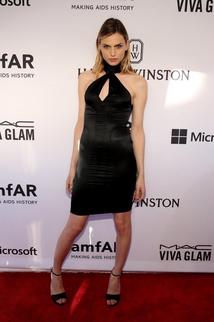 16.jun.2015 - A modelo transex australiana Andreja Pejic marca presença no baile de gala da amfAR, em Nova York, nos EUA, na noite desta terça-feira