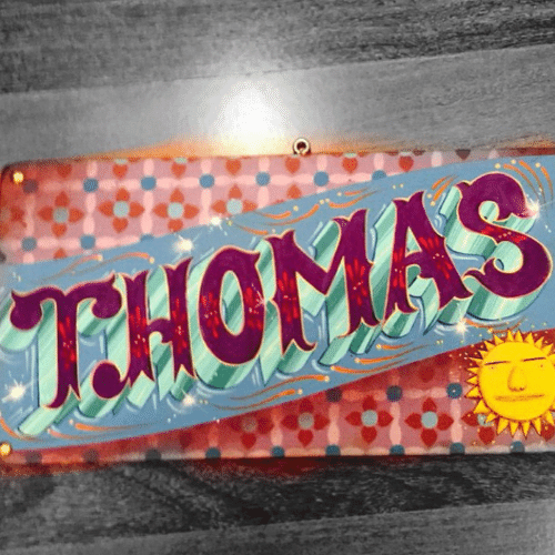 18.jun.2015 - Aos 64 anos, Serginho Groisman comemora o nascimento de seu primeiro filho, nesta quarta-feira, e postou em sua conta do Instagram uma foto com o nome do menino, Thomas