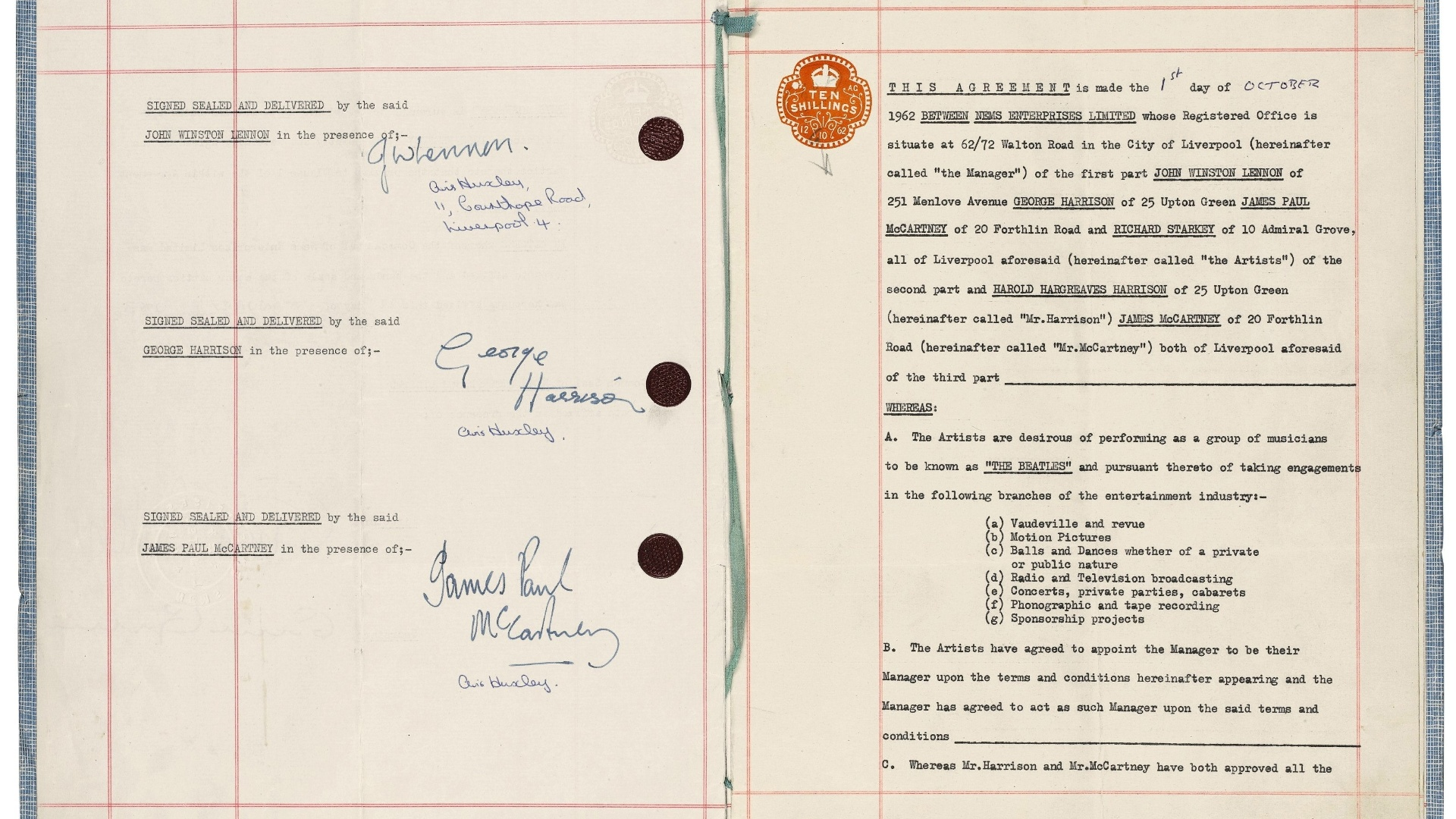 29.set.2015 - O contrato que os Beatles assinaram com o empresário Brian Epstein e lhes lançou à fama em 1962 foi vendido em um leilão na casa londrina Sotheby's por US$ 554,5 mil
