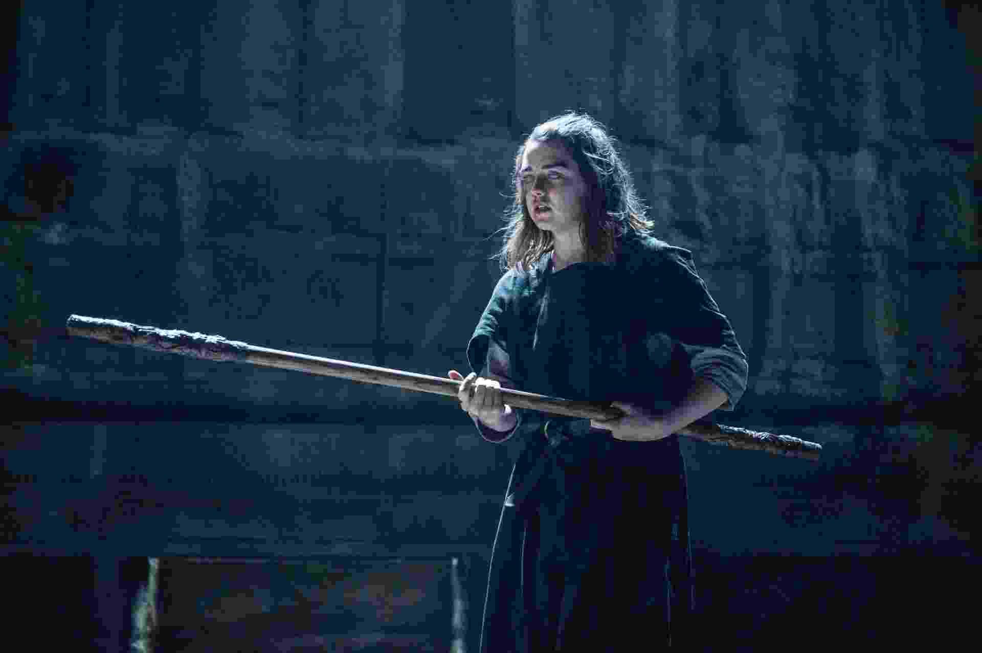 """Cega, Arya (Maisie Williams) enfrenta treinamento de luta na sexta temporada de """"Game of Thrones"""" - Divulgação/HBO"""