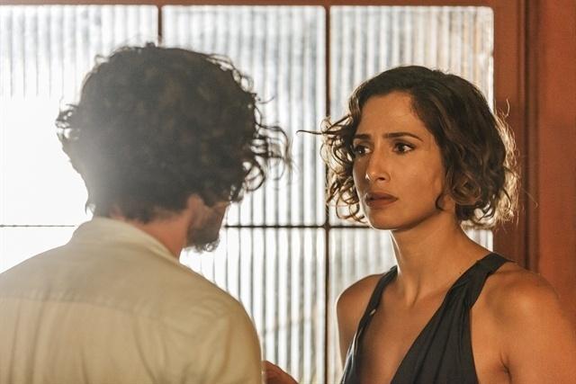 Tereza vai atrás de Miguel e é surpreendida por Luzia