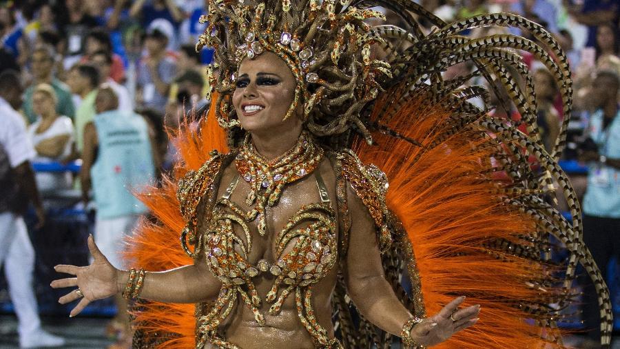 Viviane araujo unidos da tijuca carnaval 2001 - 2 5
