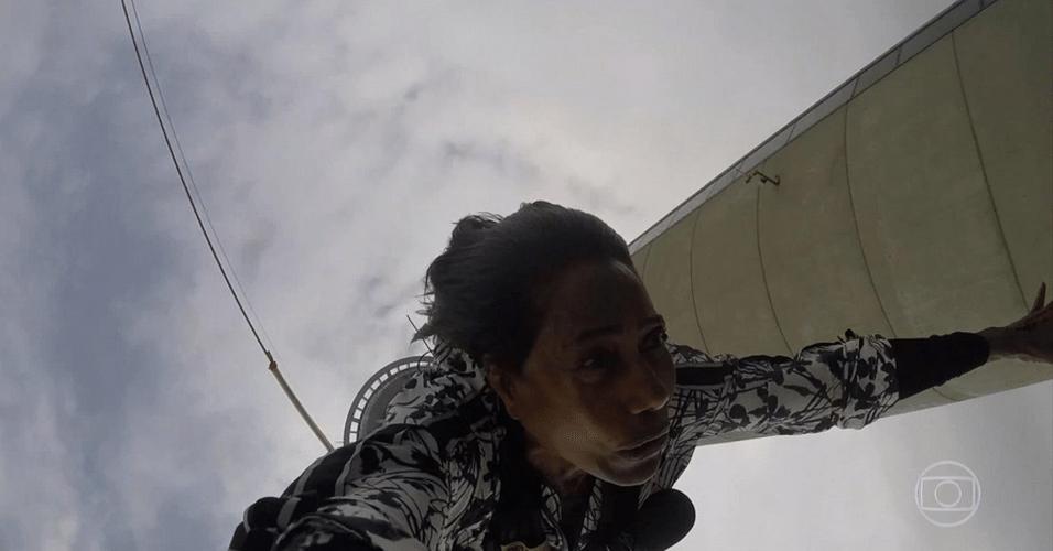 Glória Maria salta de bungee jump a 233 metros