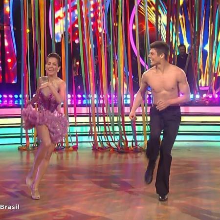 """Maytê Piragibe deixa seu parceiro de dança, Paulo Victor, descamisado na final do """"Dancing Brasil"""" - Reprodução/Record"""