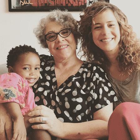 Angela Leal com a filha, Leandra Leal, e a neta, Julia - Reprodução/Instagram/leandraleal