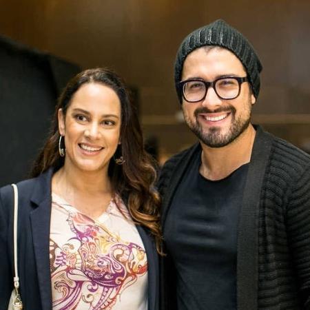 Edu Pedroso ao lado de Silvia Abravanel - Folha Press