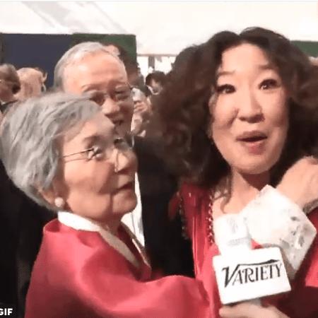 Sandra Oh leva os pais para o Emmy 2018 - Reprodução/Variety