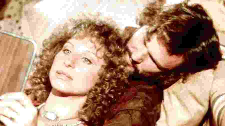 """Kris Kristofferson e Barbra Streisand, parceiros de """"Nasce Uma Estrela"""" (1976) - Reprodução/Instagram"""
