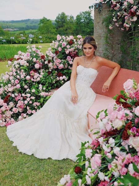 Thássia Naves optou por vestido Dolce & Gabbana para segundo dia de festa de noivado - Reprodução/Instagra/@thassianaves