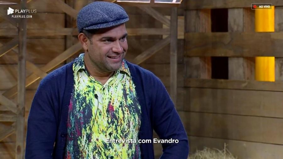 Após eliminação, Evandro Santo é entrevistado pelo apresentador Marcos Mion - Reprodução/PlayPlus