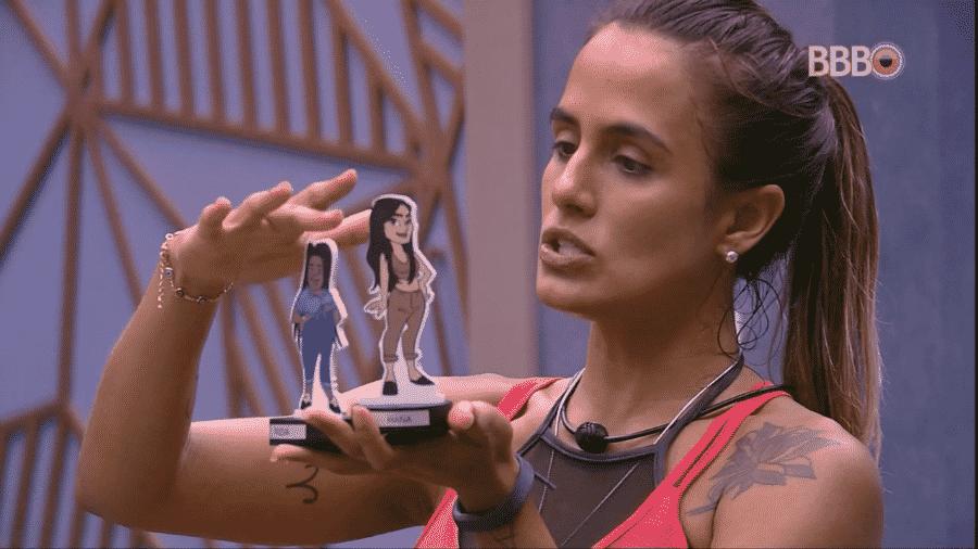 Carolina conta suas opções de voto para brothers - Reprodução/GloboPlay