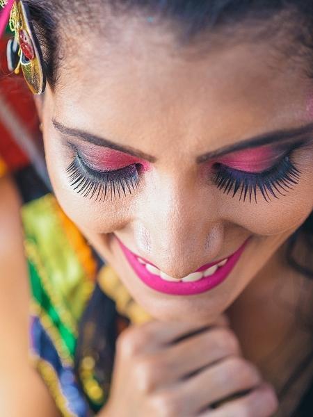 2e852a14f9 Maquiagem e adereços de Carnaval podem prejudicar olhos; veja como ...