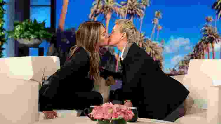 Jennifer Aniston e Ellen DeGeneres dão selinho em episódio de 'Ellen' - Michael Rozman/Warner Bros. - Michael Rozman/Warner Bros.