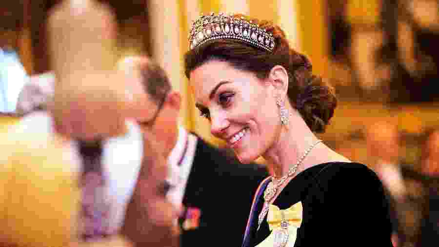 "Kate Middleton com a Lover""s Knot, uma das tiaras preferidas da princesa Diana - Getty Images"