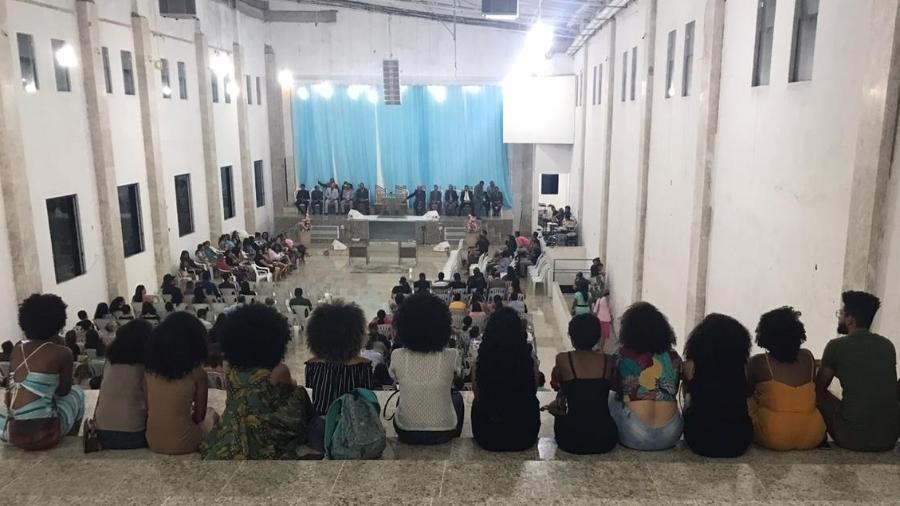 Grupo foi ao culto para protestar contra fala do pastor sobre o cabelo da adolescente - Arquivo pessoal