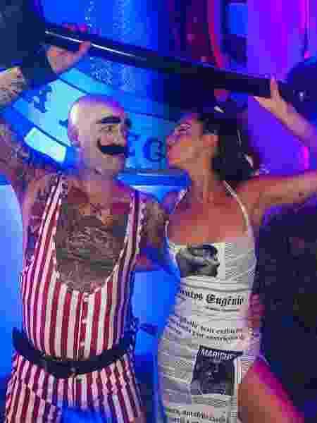 Fê Paes Leme e o artista Vik Muniz no Baile da Arara - Reprodução/Instagram