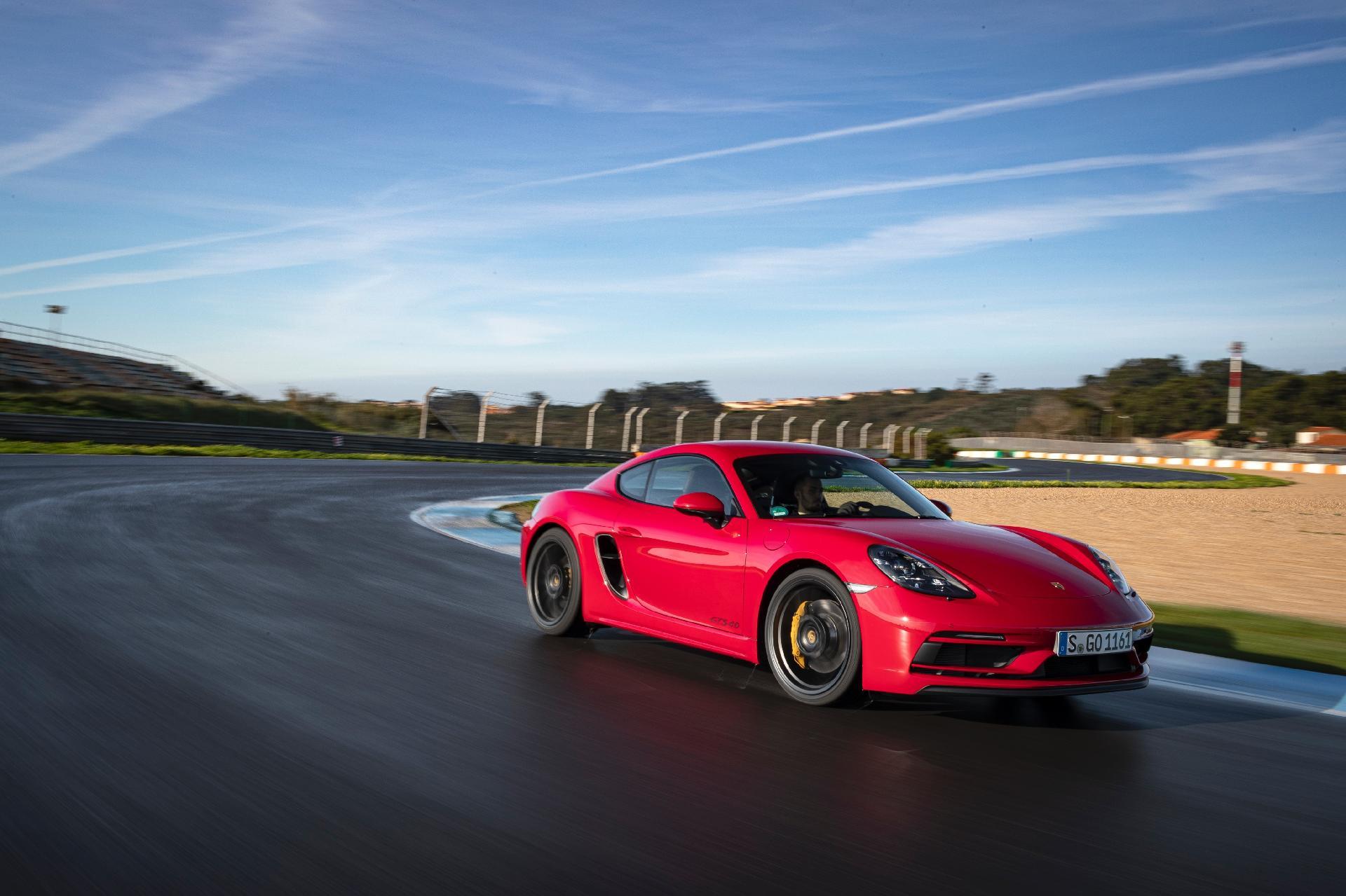 Aceleramos O Novo Porsche Cayman Gts Na Pista Da Primeira Vitoria De Senna 02 03 2020 Uol Carros