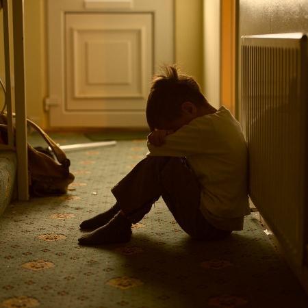 Foto ilustrativa de criança triste - fiorigianluigi/Getty Images/iStockphoto