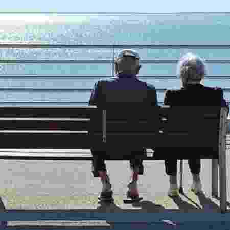 """Para Mirian Goldenberg, """"estamos assistindo horrorizados a discursos sórdidos, recheados de estigmas, preconceitos e violências contra os mais velhos"""" - BBC"""