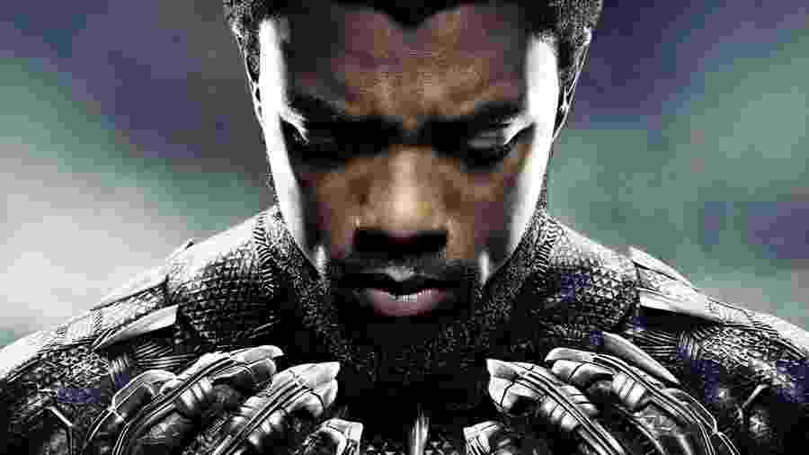"""Chadwick Boseman em pôster de """"Pantera Negra"""" - divulgação/Marvel"""
