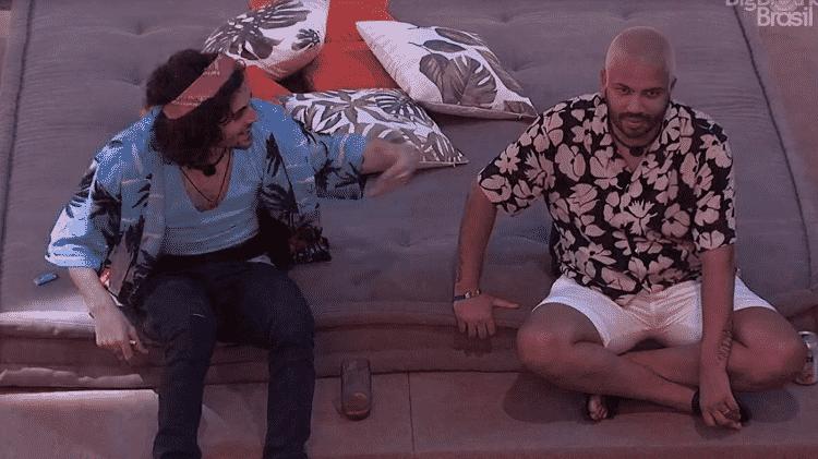BBB 21: Fiuk e Projota rindo de Camilla cantando - Reprodução/Globoplay - Reprodução/Globoplay