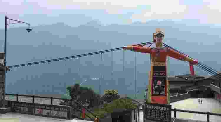 A Ponte de Vidro da Torre da Montanha Jiuhuangshan em Mianyang, Sichuan - Reprodução/Archcy - Reprodução/Archcy